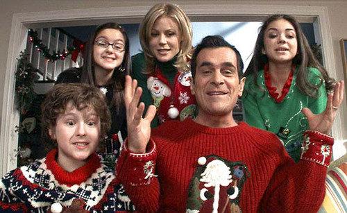 ugly-sweater-modern-family_navidad
