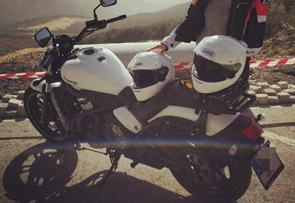 moto-dos-cascos