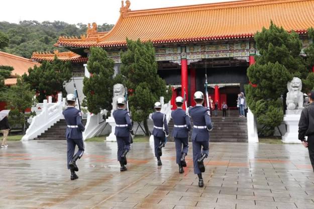 cambio guardia monumento martires taipei
